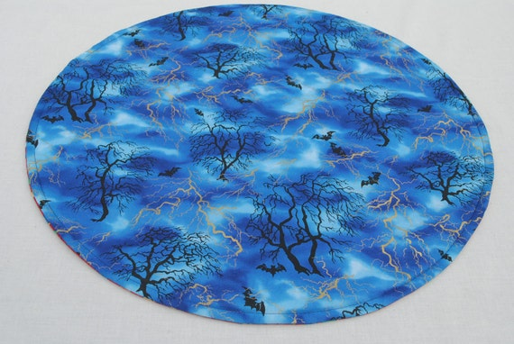 Halloween Table Runner, Round, Blue, Quilted, Reversible, 20'' di.
