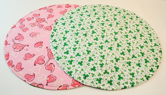 Round Table Runner-Table Topper for St. Patrick's Day/Valentine's Day, Reversible, Pink Hearts-Shamrocks Home Decoration, 20 in. dia.