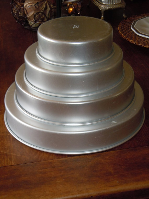 Wilton 4 Tier Round Cake Pans 4 Round Cake Pans And Wood