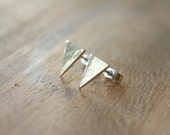 Triangle studs - In brass