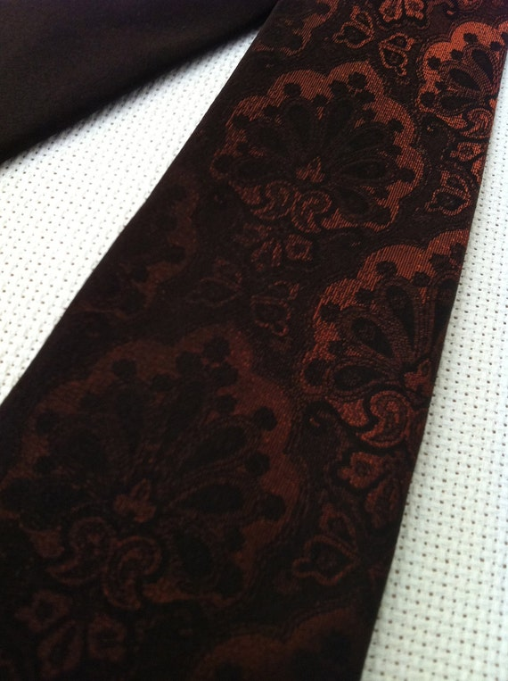 Vintage 1960s Mad Men Style Skinny Tie by The Emporium California Transitions from Dark Brown to Rusty Orange Paisley