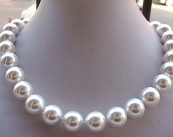 beautiful 14 mm white  sea water shell pearl necklace