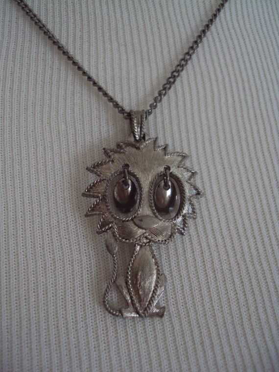 """Vintage Horoscope Astrology Groovy """"LEO"""" Charm Necklace With Dangling Eyes"""