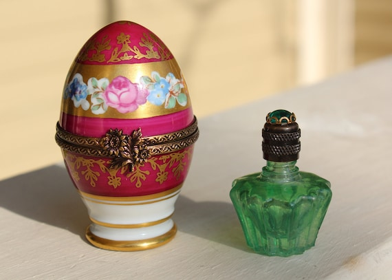 Vintage, Authentic LIMOGES Box, Porcelain Egg with Purfume Bottle.  Retired.