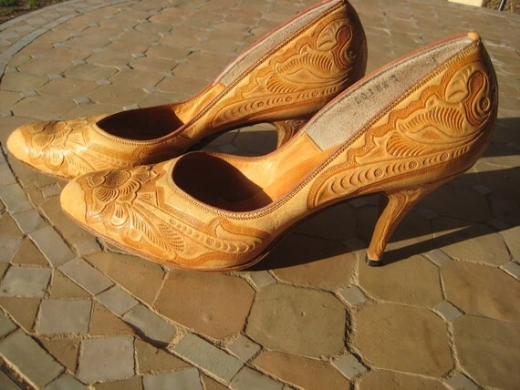 Vintage Hand Tooled made in Mexico size 8.5 Leather heels