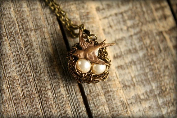 Rustic Bird's Nest Necklace in Oyster with Sparrow