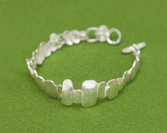 Pebbles bracelet - Silver bracelet - Organic design - Japanese wabi sabi pebbles - Linked moving parts - Toggle clasp - Free shipping