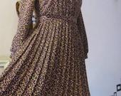 SALE  80s does 40s Flirty and Fun Vintage Purple Polkadot Daydress L XL