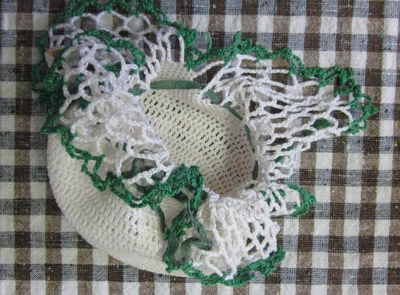 Vintage Crocheted Pouch or Purse Cream Colored with Kelly Green Edging