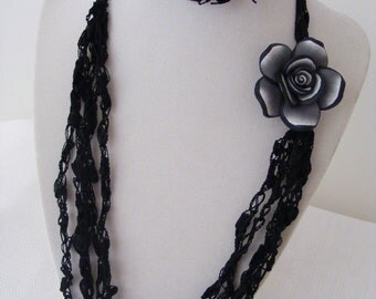 Ladder Yarn Necklace - Black with Rose