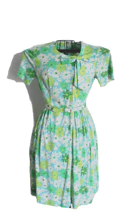 Vintage 1960s Summer Dress - Floral Green and White Short Sleeve Dress by CasualMaker - Matching Belt and Bow Detail