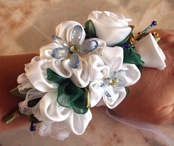 Wrist corsage for prom, Ribbon flower pin, Prom Corsage, Wedding Corsage, White and Blue Wristlet