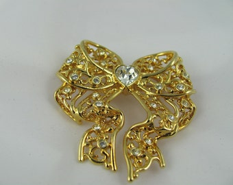 SI VIntage Bow Brooch heart center Sparkling Crystals perfect for Holiday gift or wear