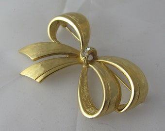 Avon Bold Ribbon Vintage Brooch in Etched Gold and clear Crystal Rhinestones