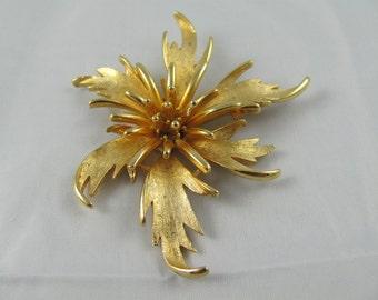 Fireworks Flower for Fourth of July large Gold metal Starburst vintage Brooch Fashion Style