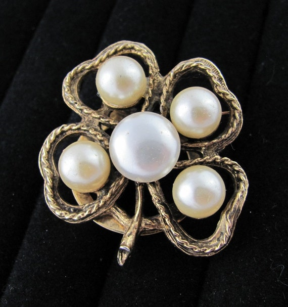 Pearl & Gold Shamrock Vintage Scarf clip