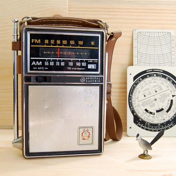 Vintage GE 1964 Portable Transistor Radio
