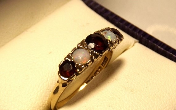 Vintage Fiery Opal Garnet Ring/ 9K Yellow Gold/ 1.14 Carats