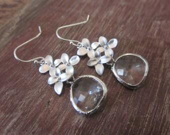 Silver Clear Earrings - Glass Earrings - Flower Earrings - Bridal Earrings - Bridesmaid Earrings - Wedding Earrings