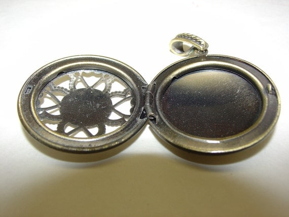 Vintage Locket,  Necklace Faux Cabochon Locket Filigree Pendant 1 1/4 inch round