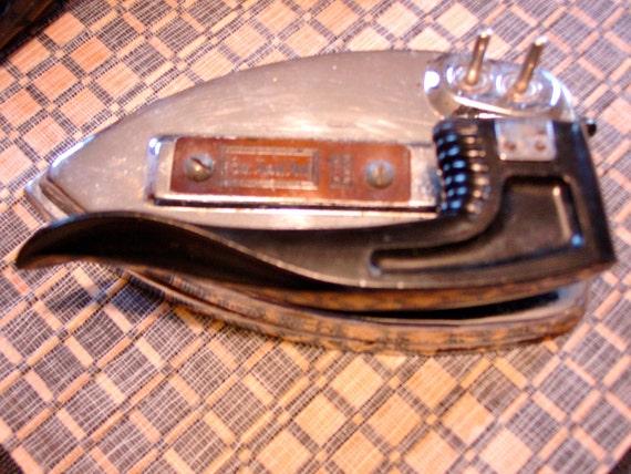 Featherweight Vintage Travel Iron 1950 Exec