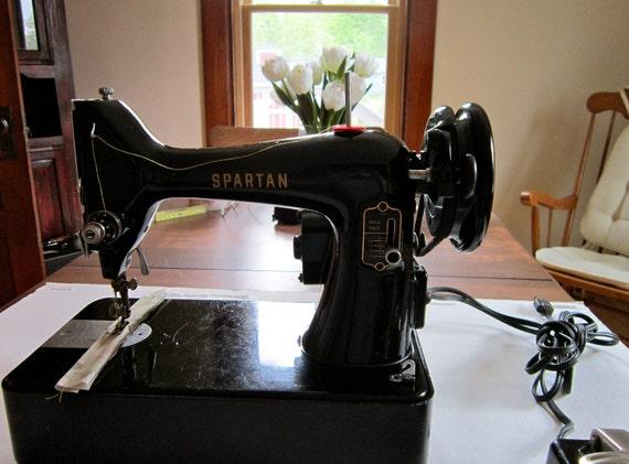 Vintage Singer Spartan 192K Sewing Machine, reverse.