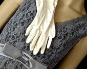 1950s Beautiful French Vanilla Cream Elbow Length Gloves