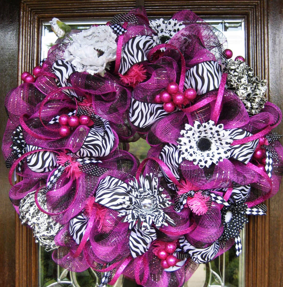 deco mesh hot pink and zebra wreath. Black Bedroom Furniture Sets. Home Design Ideas