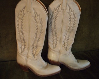 SALE Gorgeous Embroidered Cream LEATHER Western BOOTS Millers Stockman Label