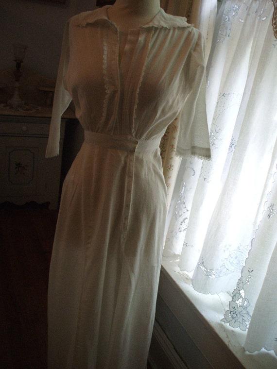 SALE 1910 EDWARDIAN White Lightweight LINEN Dress Lace trim