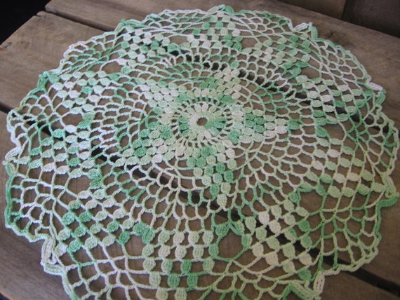 Mint Green and White Star Patterned Crocheted Doily 10 Inch Round Vintage Doily