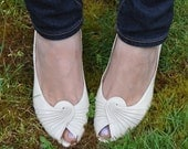RESERVED // Claudia // Vintage 1980's Evins White/Ivory Peep-toe Pumps SIZE 8.5-9