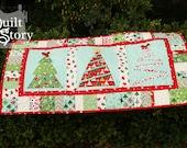 PDF Quilt Pattern/ Christmas/ Modern/ Easy Table Runner / Merry Little Christmas