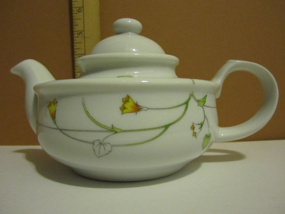 Vintage teapot, the Toscany collection, Prelude