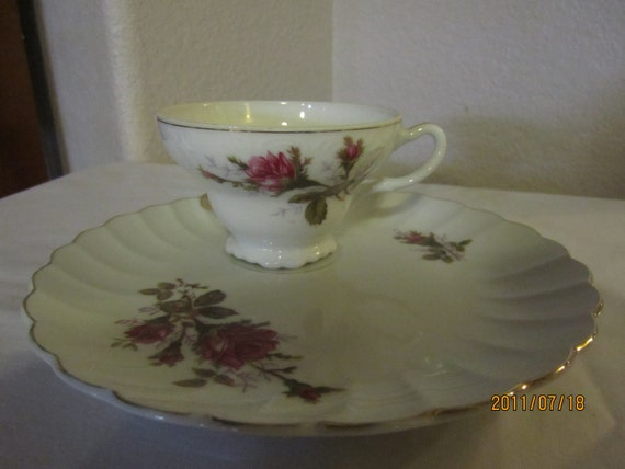 Teacup and snack saucer