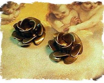Brass flower rose layered petals brass ox (x2)