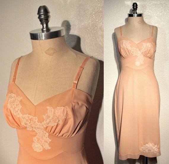 1950s Vintage Nylon Full Slip // Pinky Beige // Floral Lace