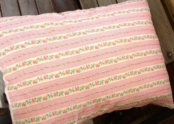 Vintage FLORAL PILLOWCASE, ZIPPER, cotton, classic mid century bedding