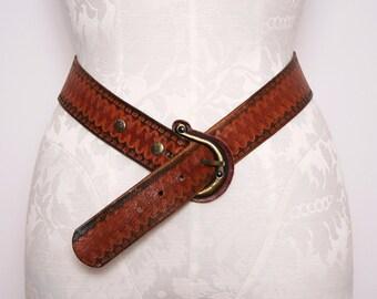 70s Tooled Leather Belt / Vintage 1970s Whiskey Brown Belt / Medium Large