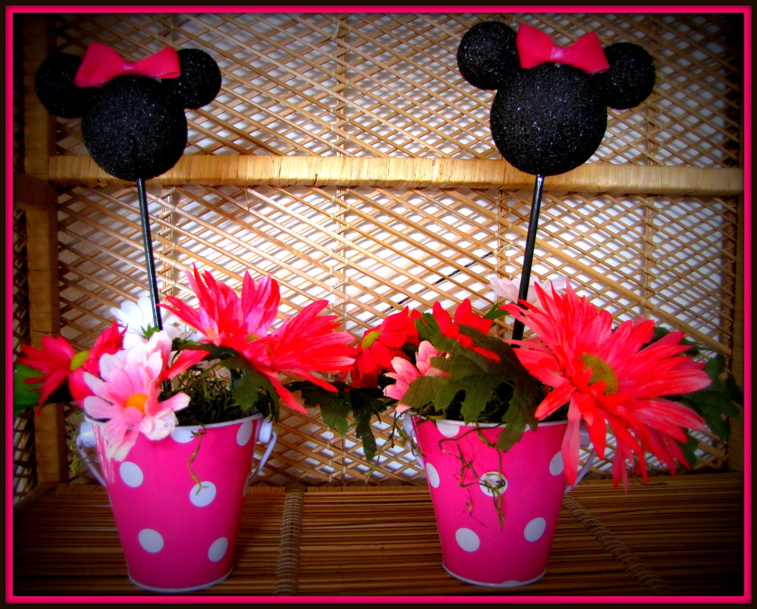 Minnie mouse party table decoration photograph minnie mous for Baby minnie mouse party decoration