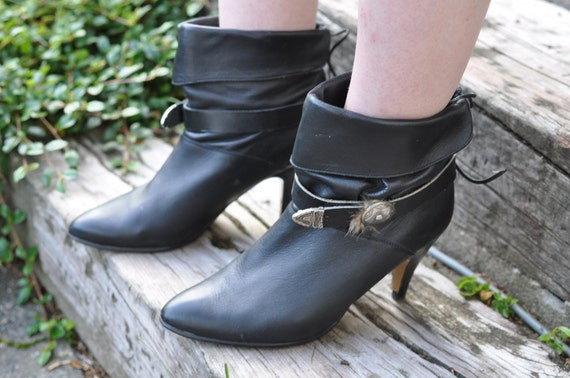 SALE 80s Leather ankle boots EUR 39, US 8 feather detail