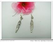 Cute Vintage antique  silver and Feather pendants  fashion Earrings Cute Earrings E13