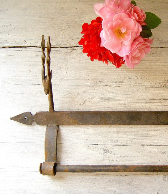 Vintage Towel hanger, Rusted wall hanger, kitchen ware, rustic, farmhouse