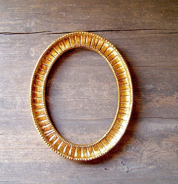 Upcycled Gold Plated Oval frame, Antique style Art Deco Wall Decor Frame Gilding Effect, Collectible Wall Collage, Woman Xmas gift under 50
