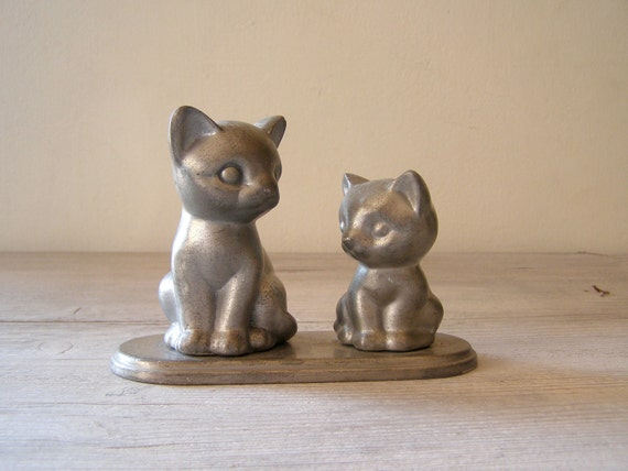 Vintage pewter Cats, Rotating cats stand