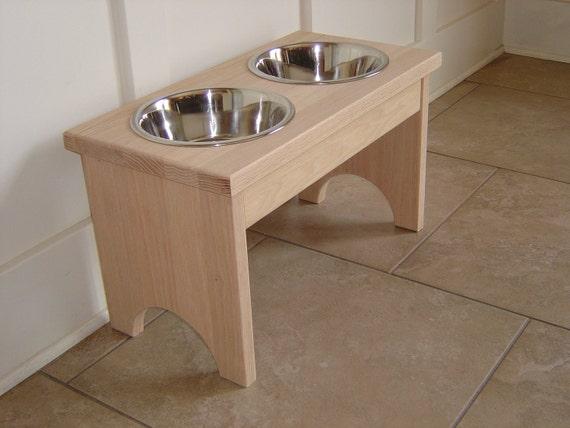 UNFINISHED OAK raised 2 quart pet feeder