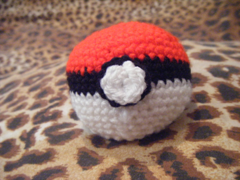 Close Amigurumi Ball : Pokemon poke ball plush inspired amigurumi by LottiesCreations