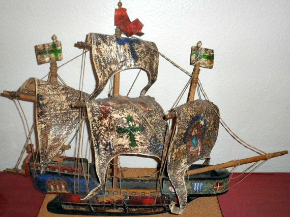 Antique Wood Ship Model (SANTA MARIA)