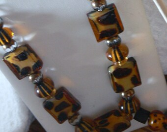Leopard print glass beaded and pearls necklace and earrings