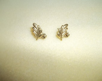 Beautiful Textured Leaves Pierced Earrings Signed Avon